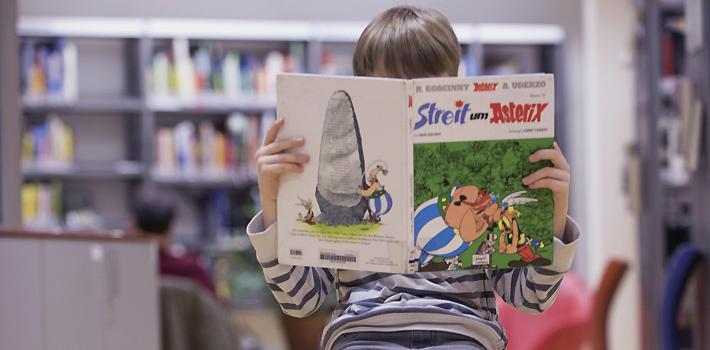 Kind liest Comic (c) BVÖ/Lukas Beck
