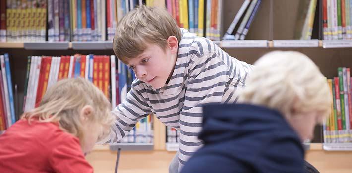 Kinder in Bibliothek (c) BVÖ/Lukas Beck